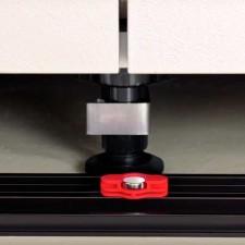 Pinza Magnética para Zócalo de PVC para Muebles de Cocina